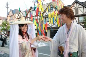 湯沢市の「絵どうろうまつり」でおにぎりの食べ比べを実施