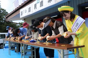 「第16回男鹿梨まつり」で梨の皮むき競争などの様々なイベントを開催
