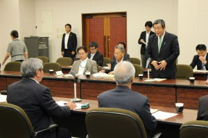 森山裕農林水産大臣が来会し、木村一男会長らと米政策について意見交換