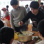 県外出身の大学生にJA秋田しんせい女性部が「きりたんぽ鍋」などの郷土料理を伝授