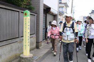 「奥の細道」を歩く参加者