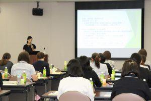 佐藤香奈絵さん(JAいわて中央)の講演を聴く参加者
